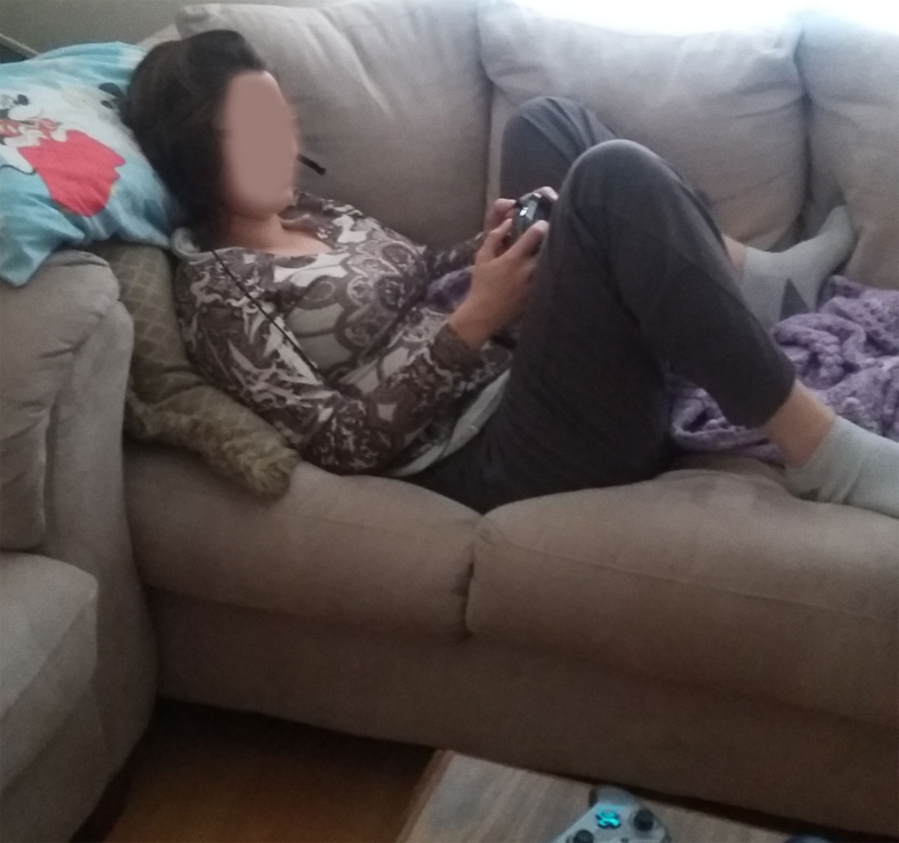 Posture laying on couch gaming image